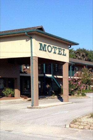 Dinner Bell Motel