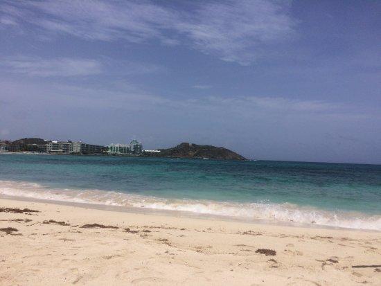 The Westin Dawn Beach Resort & Spa, St. Maarten: OK beach. Lots of seaweed at times. Much better beaches elsewhere.
