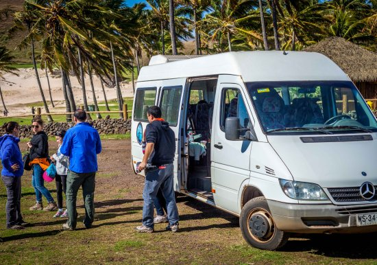 Hotel Vai Moana: Tour en Playa Anakena