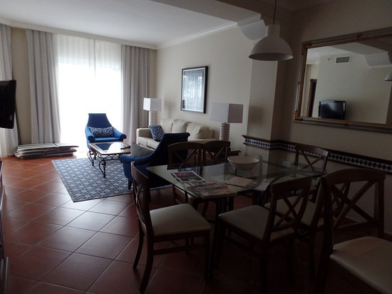 Marriott's Playa Andaluza: Dining room and living room