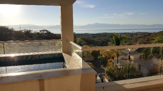 La Cruz de Huanacaxtle, México: Pool on the deck in Torre Esmeralda