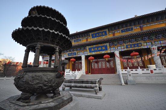 Dandong, Chiny: Hauptgebäude des Tempels