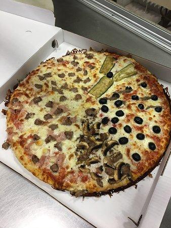 Trezzano sul Naviglio, Italia: Pizza al trancio molto buona ma anche la classica tonda è buonissima