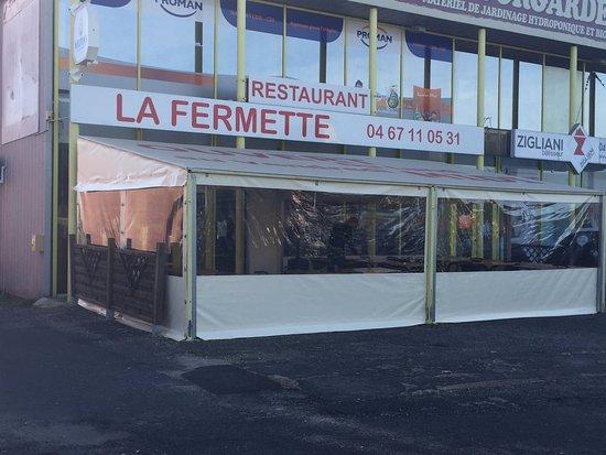 Villeneuve les Beziers, France: la terrasse chauffée