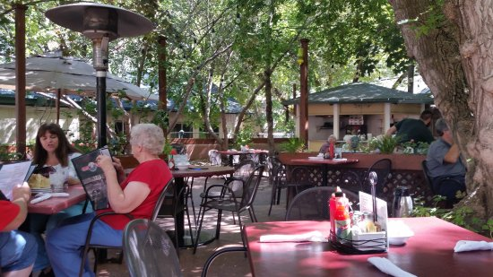 Ruth's Diner : Beautiful patio at Ruth's