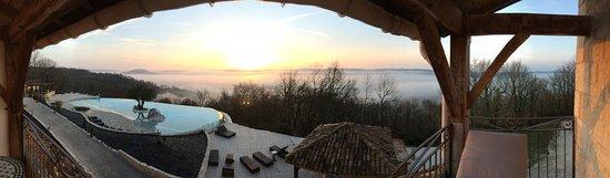 Lauzerte, فرنسا: Vue panoramique de la chambre au petit matin