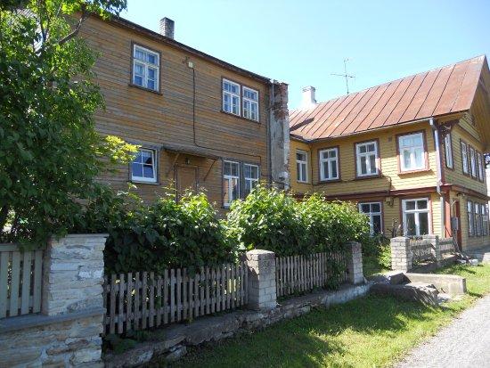 Haapsalu, Estonia: Vanhoja puutaloja.