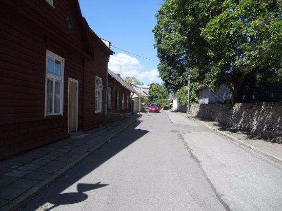 Haapsalu, Estland: Vanhoja punamullalla maalattuja taloja.