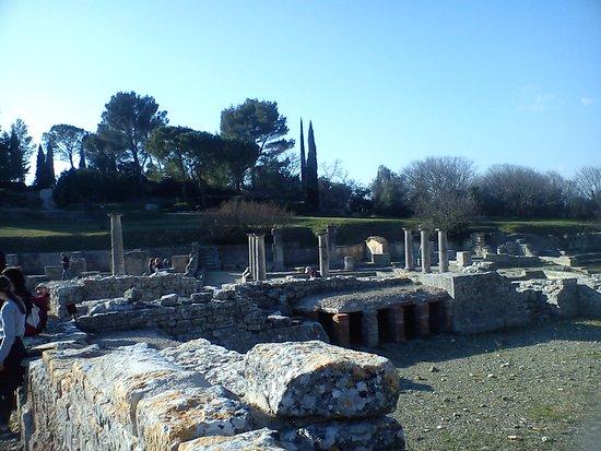 Saint-Remy-de-Provence, France: les ruines