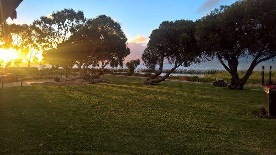 Meningie, Australia: Tramonto romantico sul lago