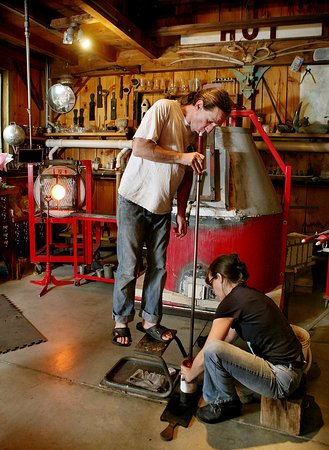 Jamestown, RI: Working in the glass studio
