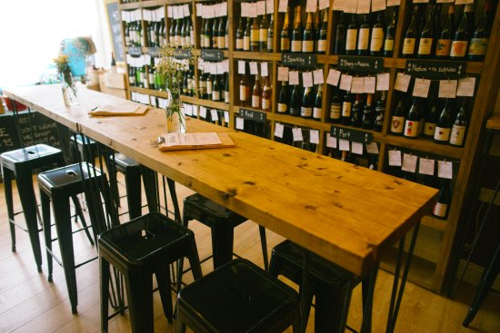 Vino Vero: Communal table - holds up to 14 people