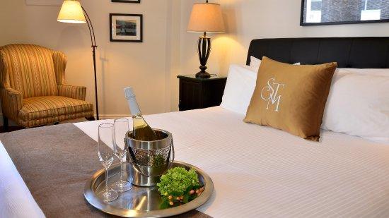 Hotel St. Michel: Deluxe King Room