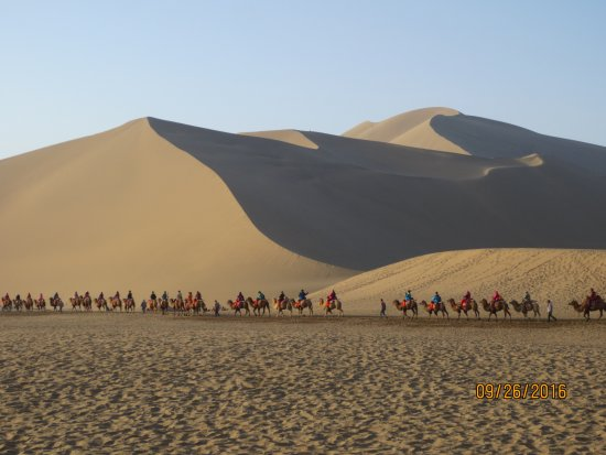 Dunhuang, China: Mingsha Shan, Gansu, China