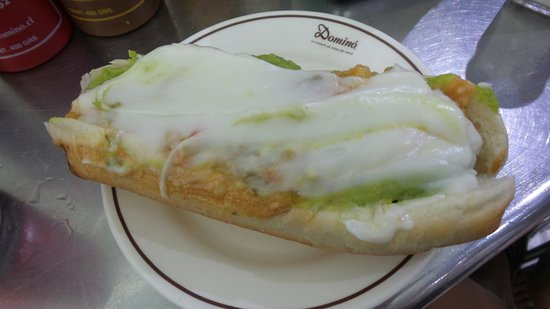 Santiago Metropolitan Region, Chile: Hotdog mit viiiel Majo