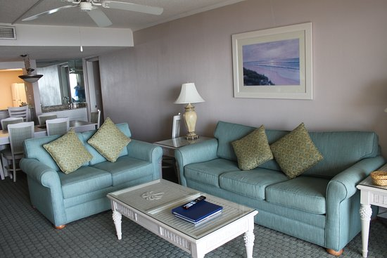 Seawatch at the Island Club: Living room
