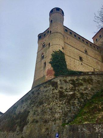 Barolo, Italia: Castles