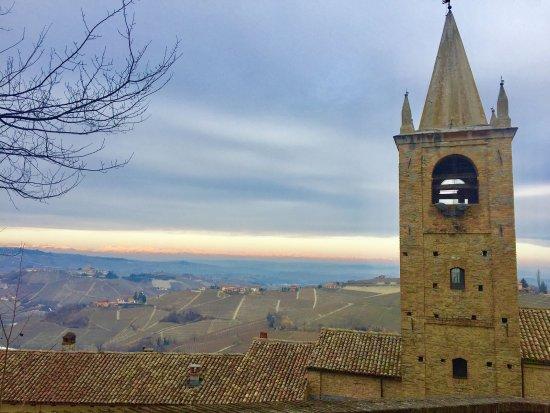 Barolo, Italia: More Castles