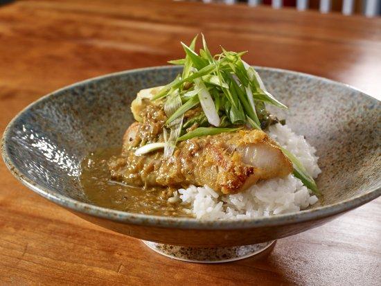 Τζάκσον, Νιού Χάμσαϊρ: Cambodian Amok: Hake, Coconut Infused Yelloy Curry, Lemongrass & Ginger, Jasmine Rice, Bok Choy