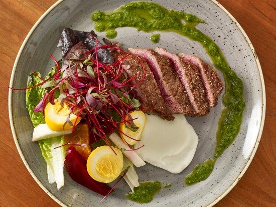 Τζάκσον, Νιού Χάμσαϊρ: All Natural Sirloin Steak: Creekstone Farm Sirloin, Pickled Egg, Potato Puree, Paprika Sauerkrau