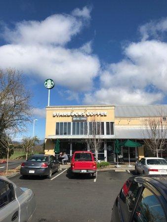 Ukiah, Kaliforniya: Starbucks on Perkins - 2017