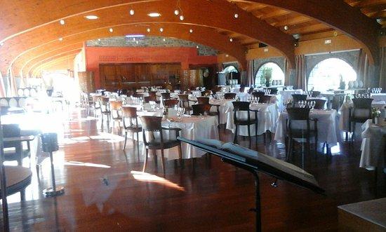 Boltana, Espanha: Este es el precioso comedor del restaurante del hotel.