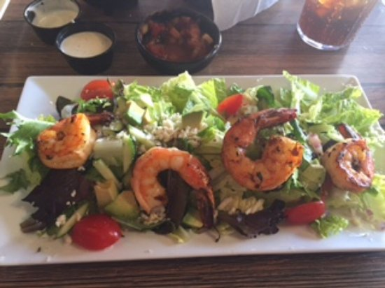 La Palapa Grill & Cantina: Mexican salad with grilled shrimp topping