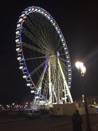 ‪Big Wheel on Place de la Concorde‬