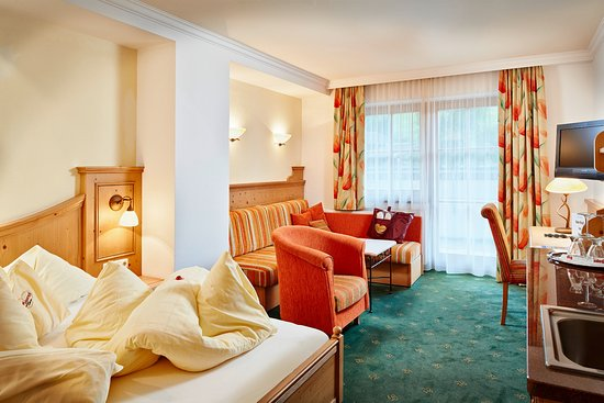 Wohnschlafzimmer Suite Edelweiss Picture Of Bauernhof Hotel