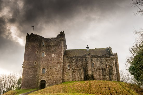 Doune, UK: Approach to the Castle