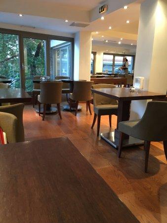 Plaka Hotel: Breakfast area