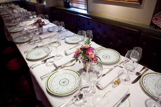 1789 Restaurant : Table with floral arrangement