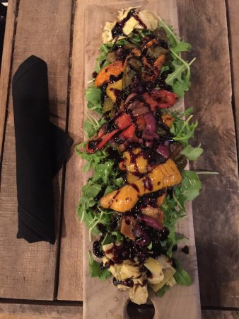 Asbury Park, Нью-Джерси: The best grilled vegetable salad board you can imagine!