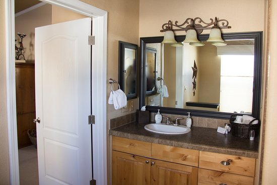 South Fork, CO: Master bath at the cottage vacation rental