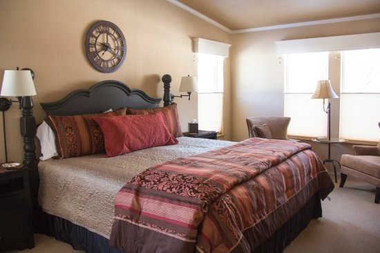 South Fork, CO: Master bedroom with king bed at the cottage vacation rental