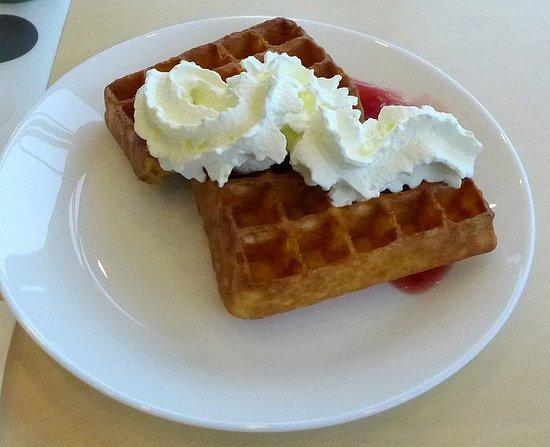 Burlov, Suécia: Lunchbuffén kostar 90 kr. Dryck, kaffe och efterrätt ingår.