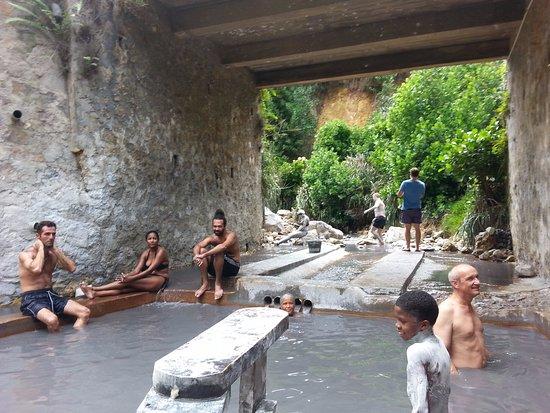 Sulphur Springs: Después de una mascarilla de lodo sigue el baño en el agua caliente