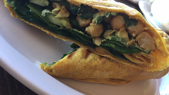 Sechelt, Canada: Yummy vegan curried chickpea wrap