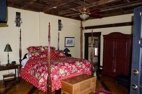 Quechee, VT: Christina's Cottage is elegant, spacious, private and fun