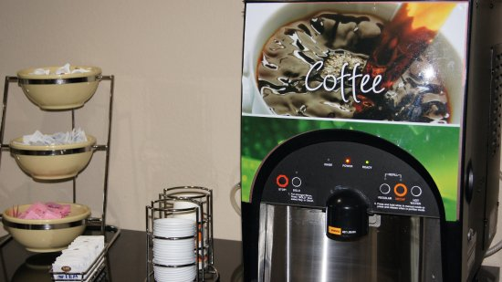 Union City, GA: Coffee Machine in Lobby