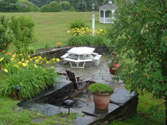 Quechee, VT: Enjoy lunch or appetizers on the stone patio by the koi pond