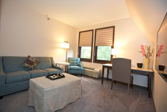 Faribault, MN: King suite
