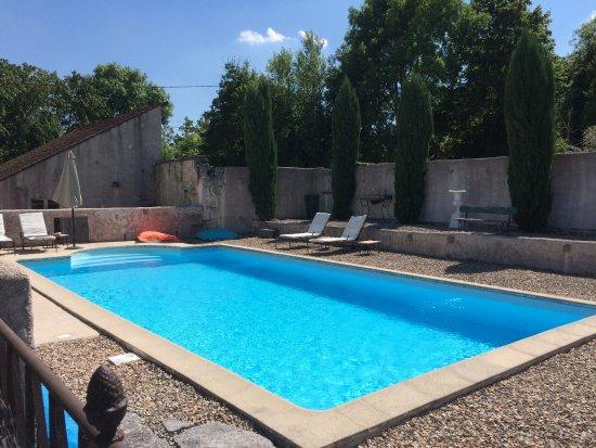 Le Relais de Fontenailles : splendide et reposante piscine