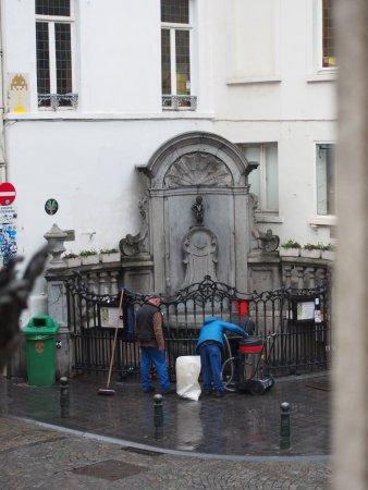 La Vieille Lanterne : vue de la chambre, nettoyage du Manneken pis