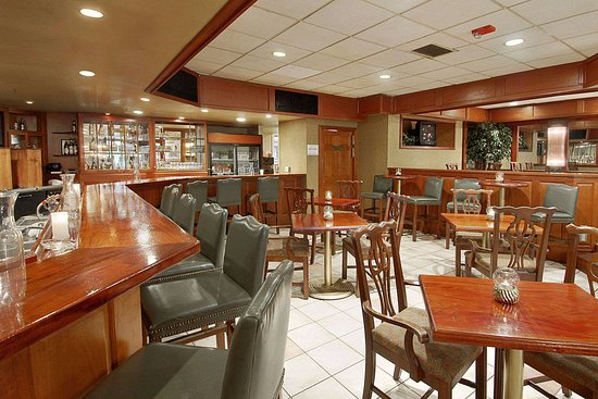 Days Inn Conference Center Southern Pines Pinehurst: Bar and Lounge