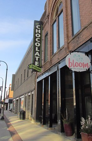 Algona, IA: More then just Candy , good food and Coffee