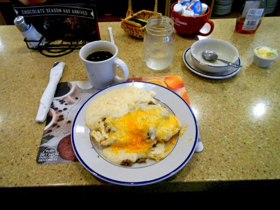 Portage, Μίσιγκαν: Country breakfast with grits