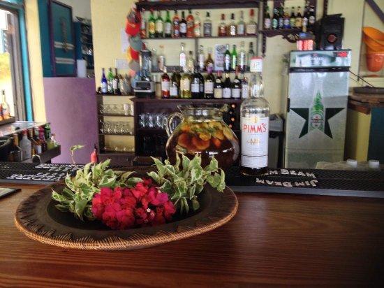 BananaKeet Cafe: Catch Chicken or Ninja behind the bar!