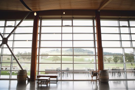 Dayton, OR: Tasting Room Interior