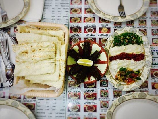 Al Muharraq, Bahrain: Mix grills and mix mazza.